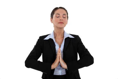 respiration: Une femme d'affaires priant Banque d'images