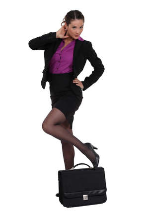 Sexy Geschäftsfrau mit Aktentasche