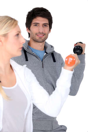 sports wear: Couple lifting weights