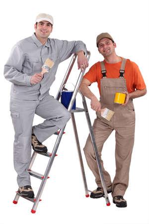 empleadas domesticas: dos pintor trabajando juntos Foto de archivo