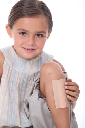 without clothes: Girl with leg injured