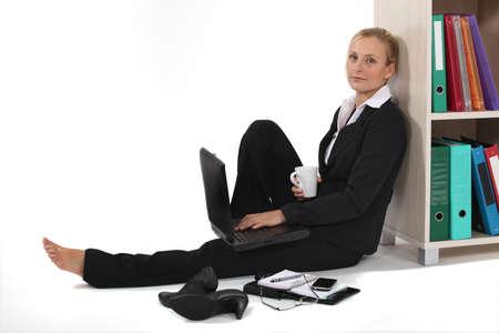 descalza: Negocios profesional tomando con calma
