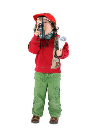 niños vistiendose: Niño jugando constructor