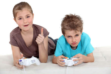 kids playing video games: Kids playing video games