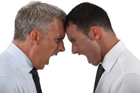 personas discutiendo: Dos hombres de negocios que tienen una discusión Foto de archivo
