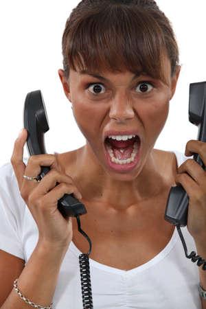 molares: Mujer que grita en la frustración