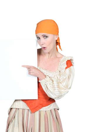pantomima: Mujer vestida en harapos