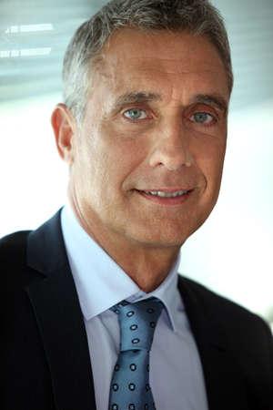 1 senior: Hombre de negocios mayor