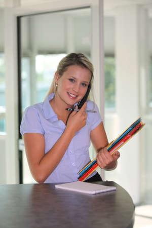 sales agent: Female estate-agent