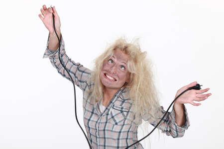 choc �lectrique: Femme obtenant un choc �lectrique Banque d'images