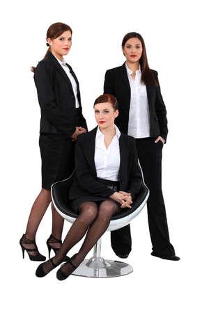 hôtesse: trois femmes �l�gantes en costume
