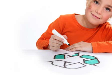 niños reciclando: Colorear Chica reciclaje signo
