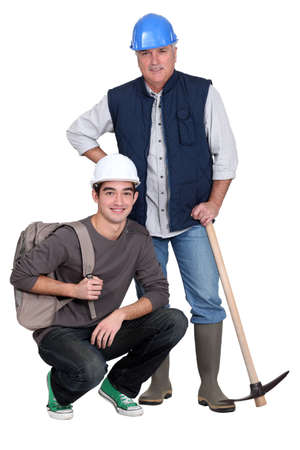 inexperienced: Experienced tradesman posing with his new apprentice