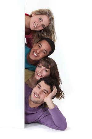 multi race: Amigos que ponen por la publicidad en blanco