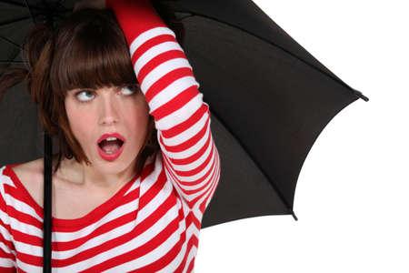 femme bouche ouverte: Funky femme avec un parapluie Banque d'images