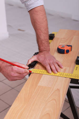 Man measuring plank photo