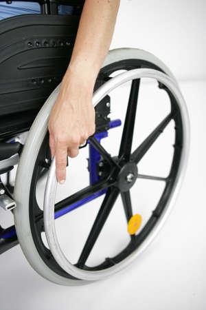 silla de ruedas: Primer plano de una silla de ruedas