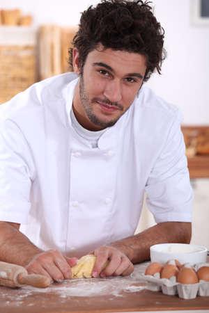 haciendo pan: Pastelero en el trabajo