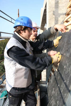 trussing: Two roofers