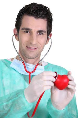 m�dico auscultando el coraz�n pl�stico Foto de archivo - 16166593