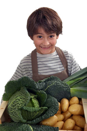 comestible: kid in front of vegetables
