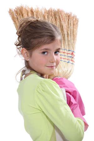 Petite fille balayant Banque d'images - 16191184