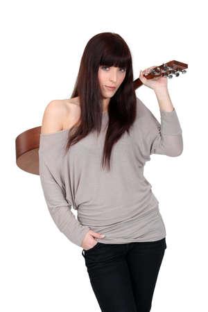 amateur: Mujer con una guitarra acústica Foto de archivo