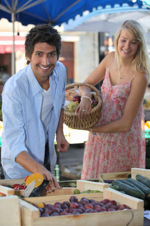 open air: Couple at a market stall Stock Photo