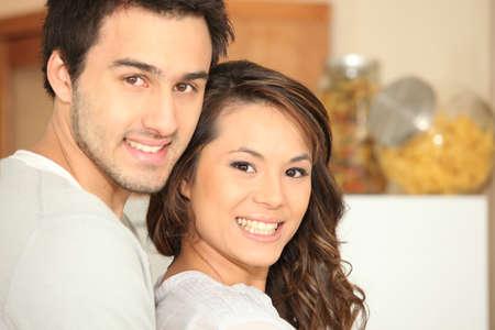 Portrait d'un couple interracial
