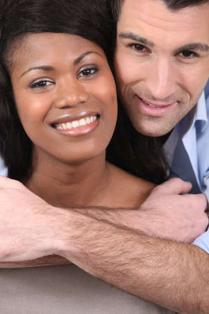 mariage mixte: Portrait d'un couple dans l'amour