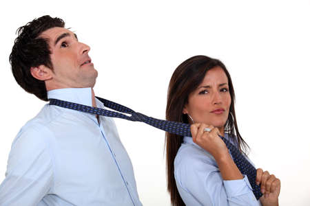 pareja adolescente: Mujer tirando de novio