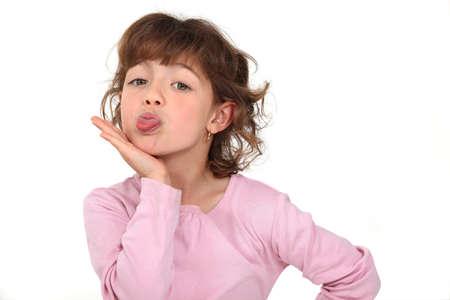 sacar la lengua: Ni�a sacando la lengua