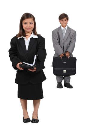 Niños vestidos como gente de negocios Foto de archivo