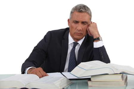 ambivalence: L'homme m�ne des recherches
