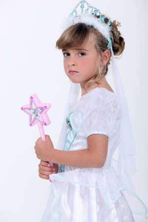 petite fille avec robe: Petite fille habillée en princesse baguette tenue