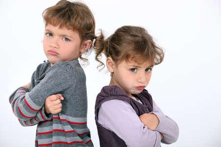 peleando: Chicas enojados el uno al otro