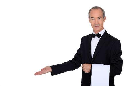 acomodador: Camarero de pelo gris