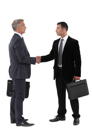 ejecutivos: Los hombres de negocios d�ndose la mano