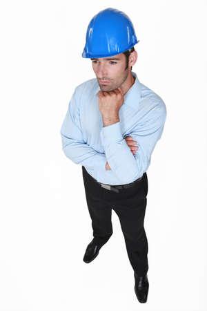 pensiveness: uomo indossa il casco e il pensiero Archivio Fotografico