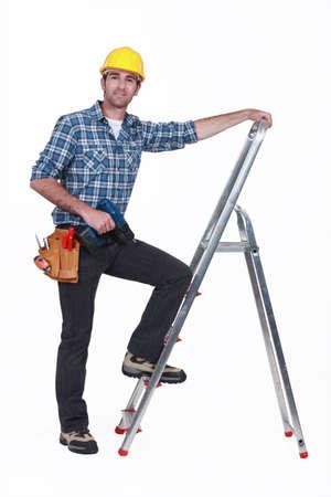 rungs: Hombre con el taladro subida de una escalera