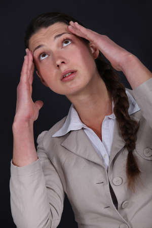 throb: Woman suffering from a throbbing headache