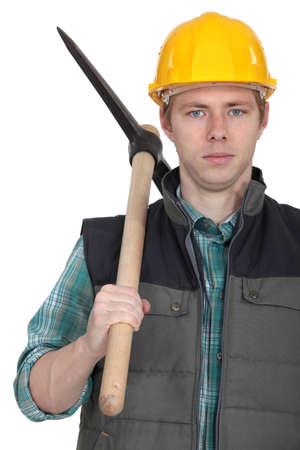 competencias laborales: Trabajador joven con el pick-Axe