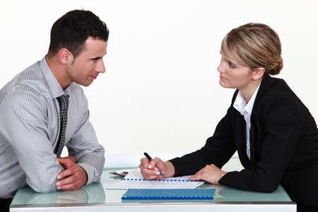 gespr�ch: Antragsteller und Personalvermittler