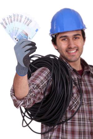 immobilien: craftsman holding money