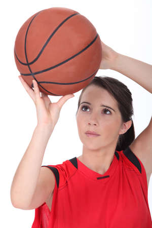 baloncesto chica: Chica lanzando baloncesto Foto de archivo