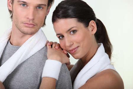 firmness: bella pareja en el gimnasio Foto de archivo