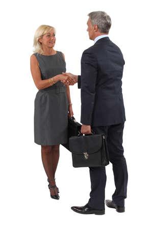 comunicacion no verbal: Un apretón de manos de negocios