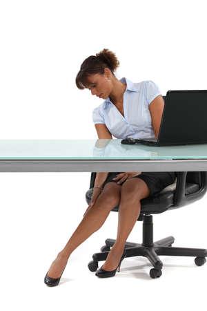 secretaria sexy: lindo secretario acariciando sus piernas