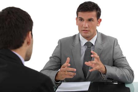 n�gociation: Homme d'affaires dans une interview Banque d'images