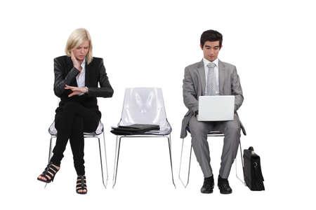 mujeres sentadas: Empresarios Foto de archivo